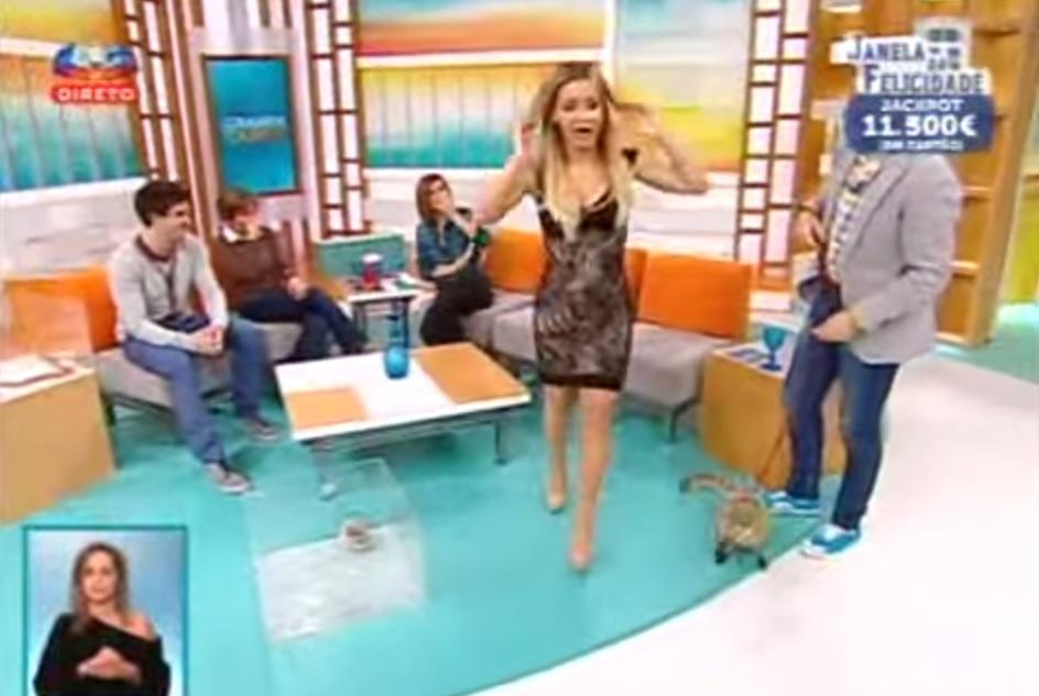Luciana Abreu apanha susto em direto