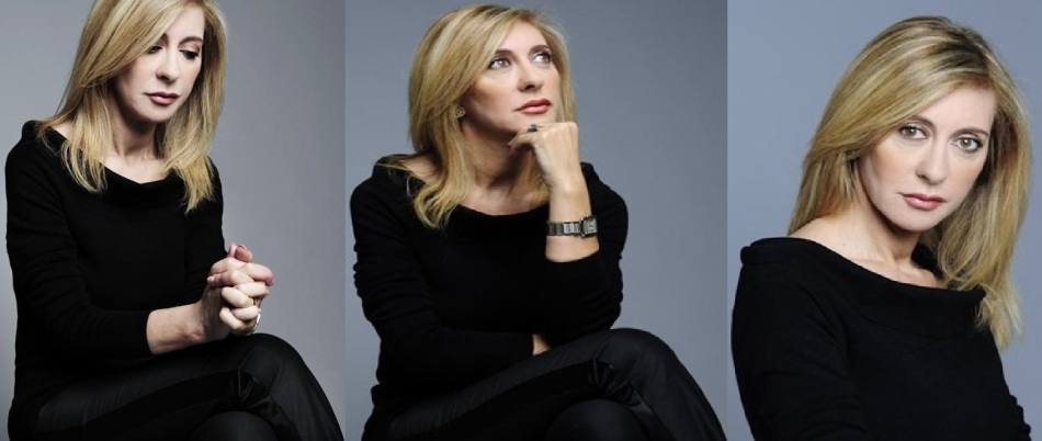 A jornalista Judite de Sousa fotografada em estúdio.