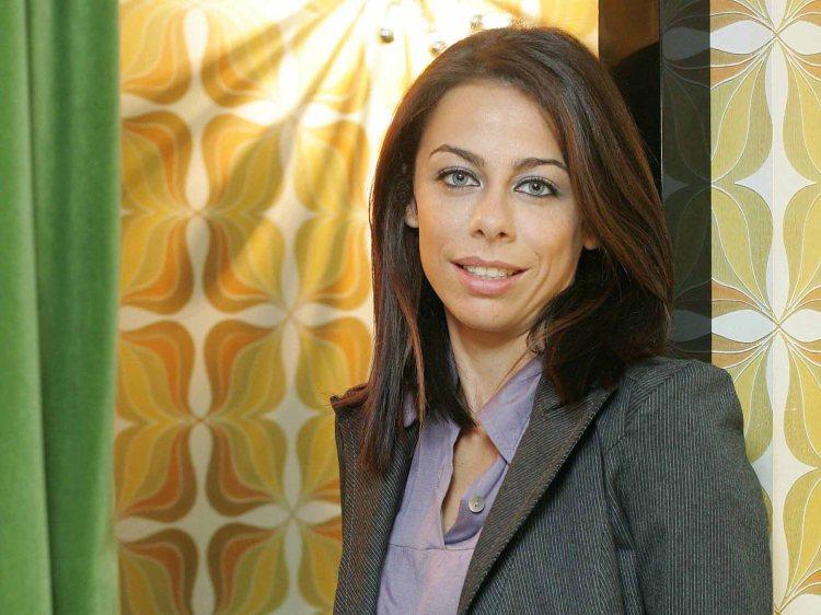 A actriz posa na loja Sixtystore no Porto,