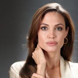 Angelina Jolie a lutar pela vida