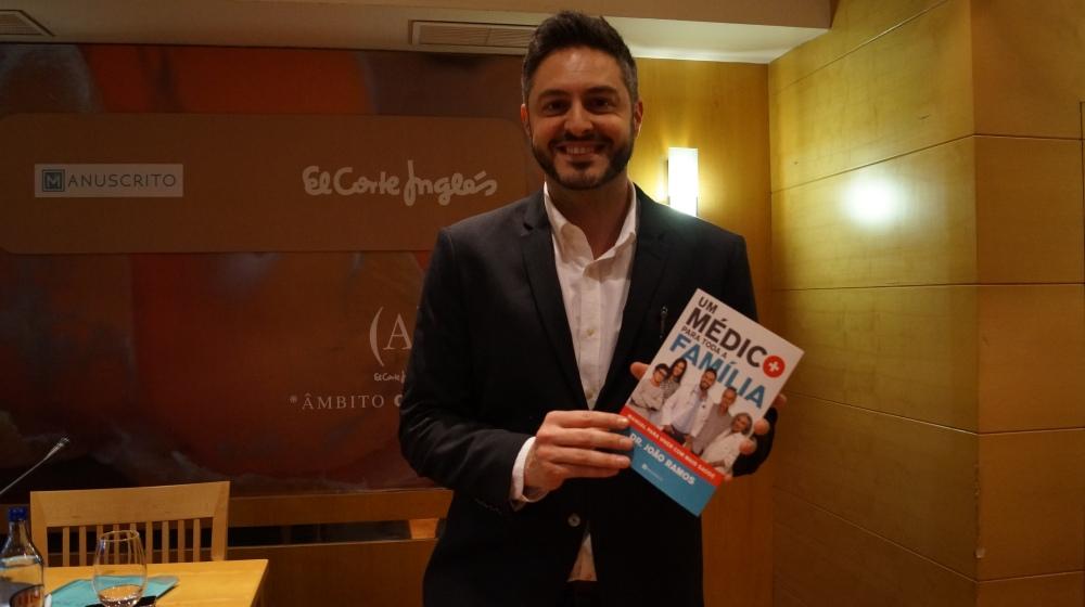 Dr.-João-Ramos-lança-um-livro.jpg