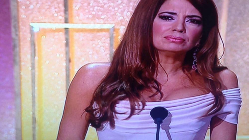 Barbara-Guimarães-o-peito-e-o-microfone.jpg