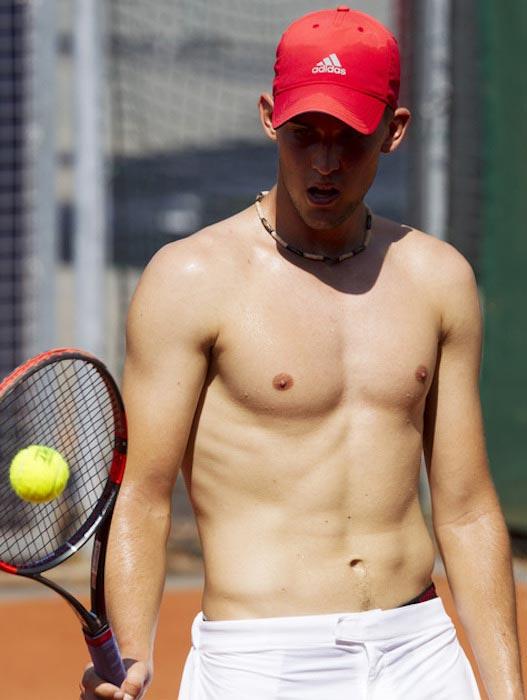 Dominic-Thiem-shirtless-body.jpg