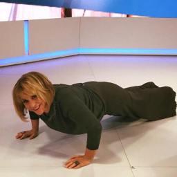 Dina Aguiar no chão do estúdio! O que aconteceu?
