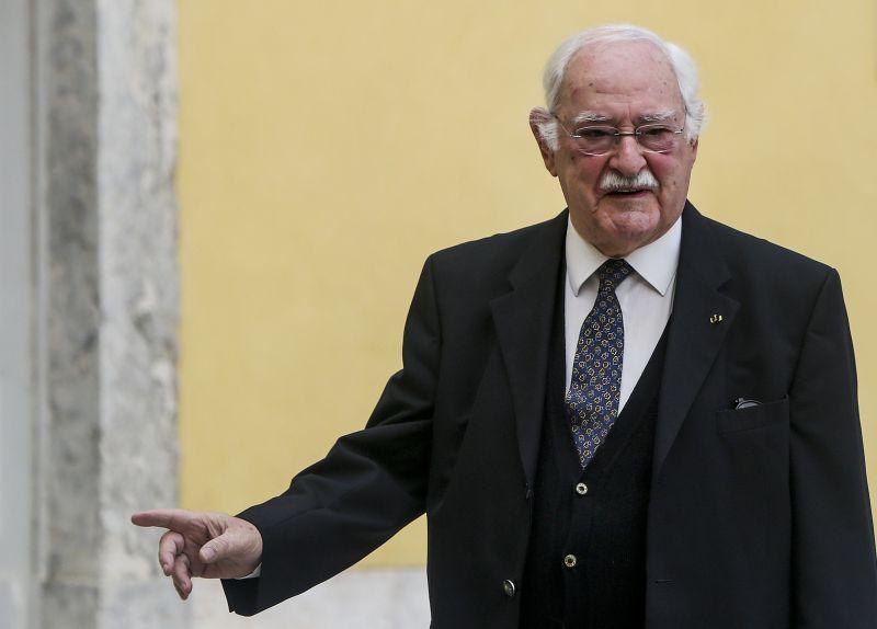 "Ruy de Carvalho: ""Vivo sozinho, cozinho, lavo a loiça, estendo aroupa"""