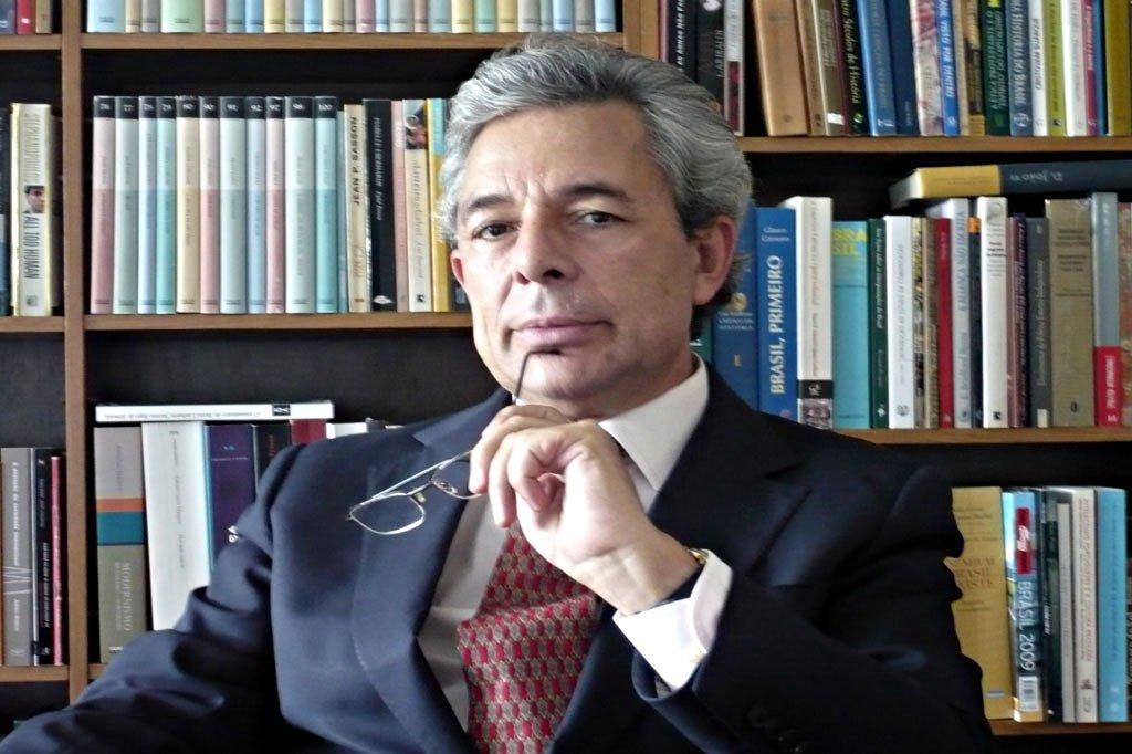 Carlos Fino: ex-jornalista da RTP concluidoutoramento