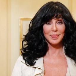 Emocionante: Cher chora ao ser homenageada com uma música sua | COM VÍDEO