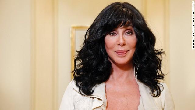 Emocionante: Cher chora ao ser homenageada com uma música sua | COMVÍDEO