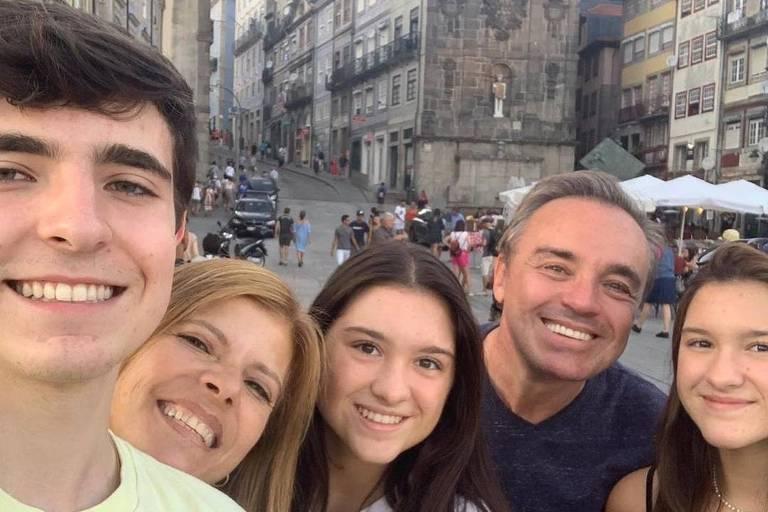 Gugu Liberato: mãe do apresentador é portuguesa e chorou junto o corpo do filho   Vejam oVídeo!
