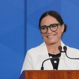 Regina Duarte: actriz critica quem fica de quarentena por causa da Covid-19