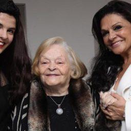 ÚLTIMA HORA: Rita Ribeiro chora morte da mãe   Maria José