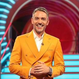Cláudio Ramos volta a cair em direto no programa da TVI