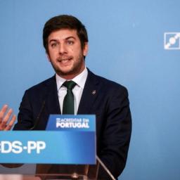 Líder do CDS pede demissão de João Galamba e defende RTP