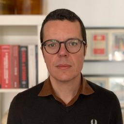 Pedro Vieira, rosto da RTP3,deixa mensagem a Cavaco Silva com coração negro