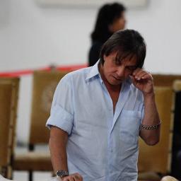 Roberto Carlos realiza último pedido do filho dentro da urna